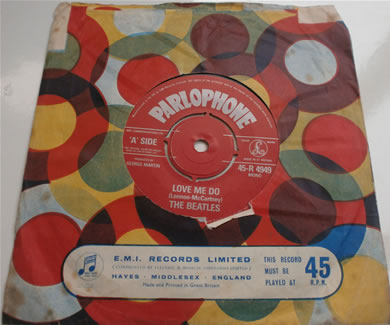 The Beatles - Love Me Do / P.S I Love You mono R-4949 1962 re-issue in original sleeve 7 Inch Vinyl